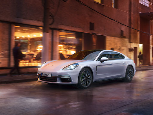 Courage changes everything. The new Panamera.